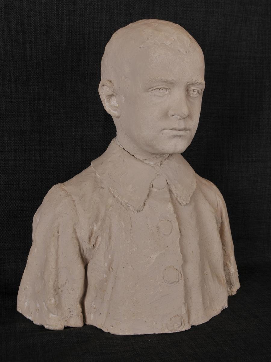 Byste av yngste sonen til Gunnar Knudsen, Rolf Knudsen.
