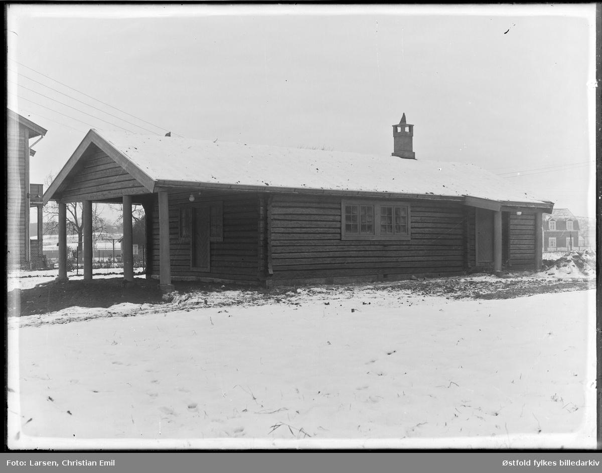 Eksteriør fra ukjent bygning, vinter 1932-33 i Sarpsborg-disktriktet.