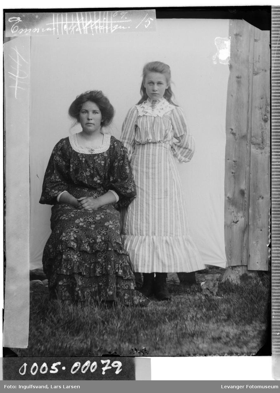Portrett av kvinne og jente.