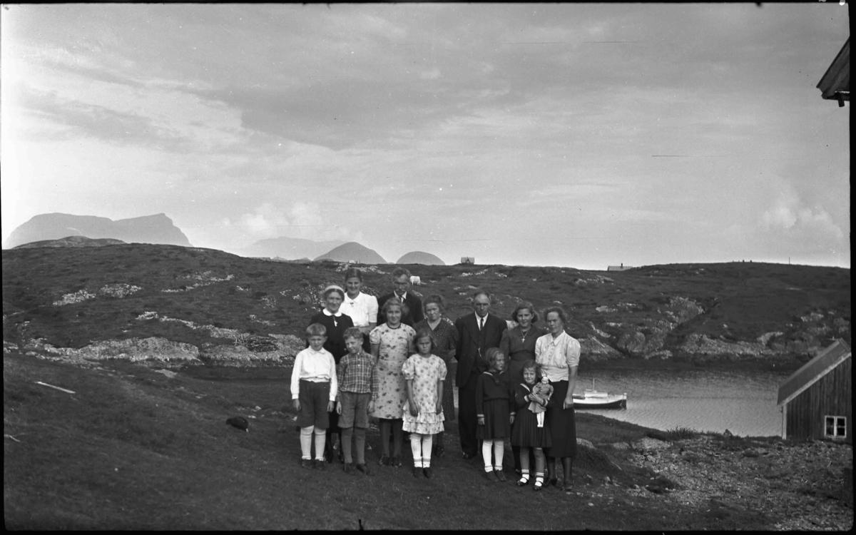 Gruppebilde, Håvard Halsøy med ruta skjorte i framste rad.