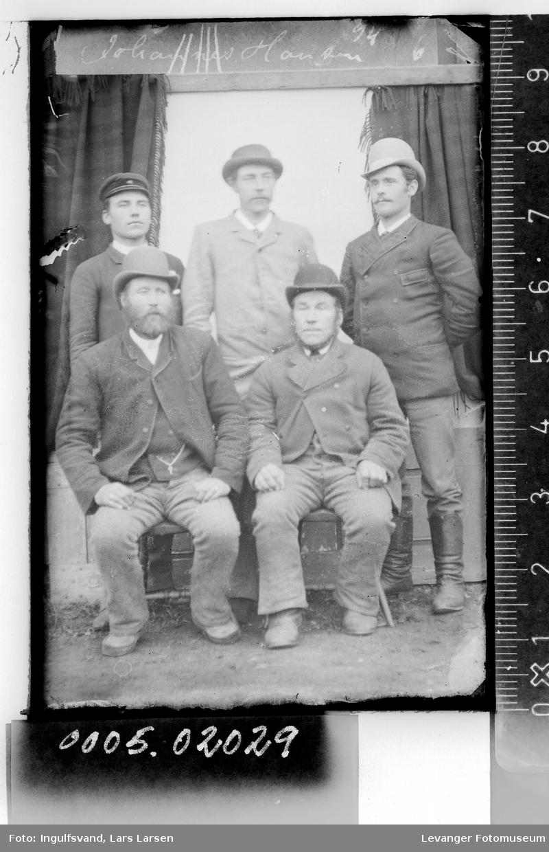 Gruppebilde av fem menn.
