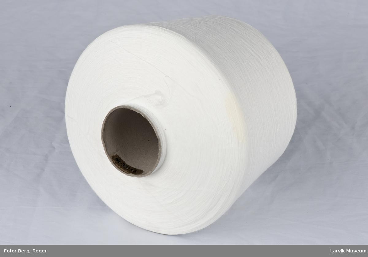 Stor trådsnelle med pappspole, pakket i plast