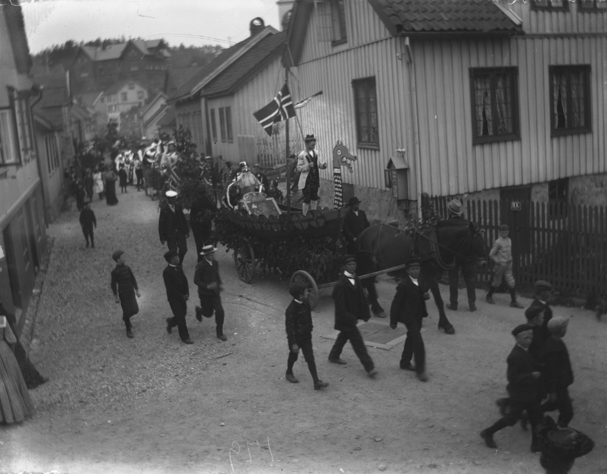 Opptog på Thomesheia Barnehjelpsdagen 1906 (?)