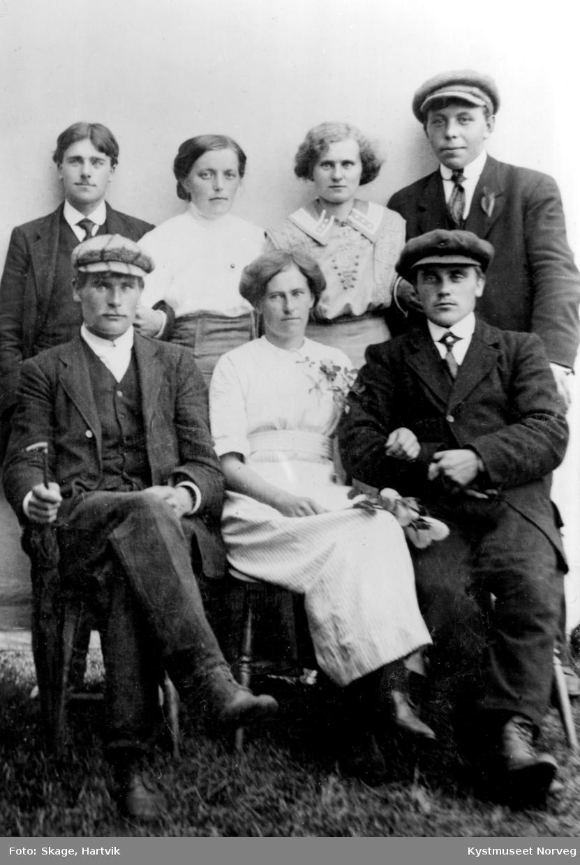 Bak fra venstre: Johannes B., Anna Geisnes Juul, Kristian Geisnes Bornemann. Foran fra venstre: Karl Borgan og Julius Hermanstrand fra Nærøy