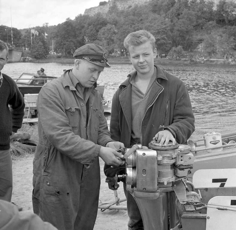 """Enligt notering: """"Båtracing Kungälv Aug -60""""."""