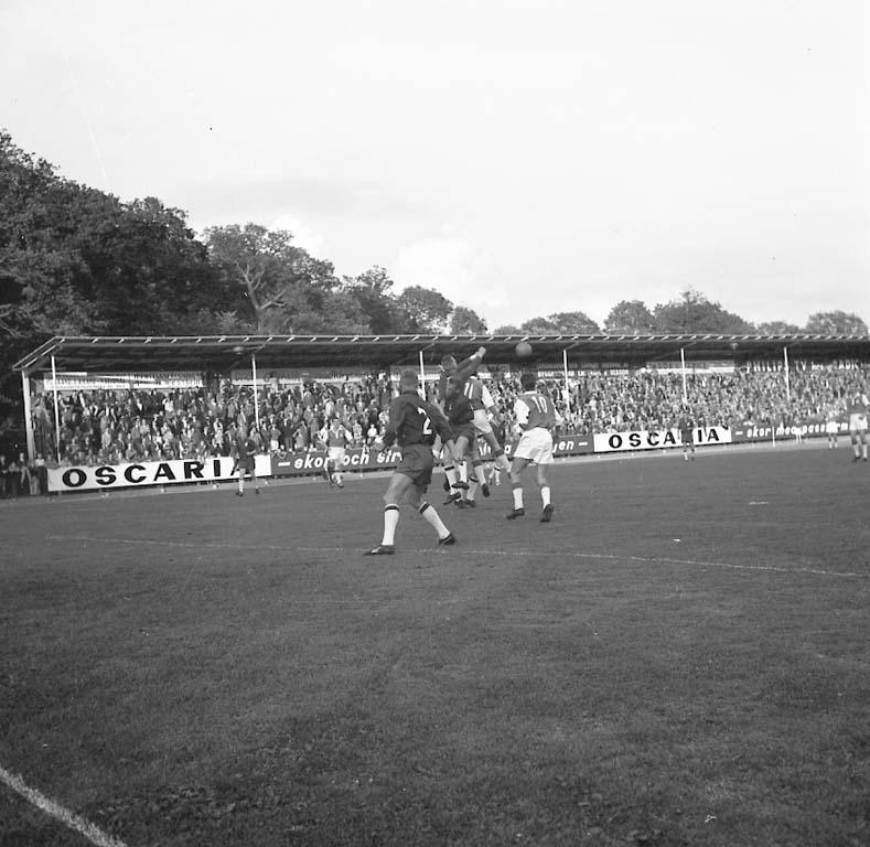 """Enligt notering: """"Fotboll Öster Oddevold Aug -60""""."""