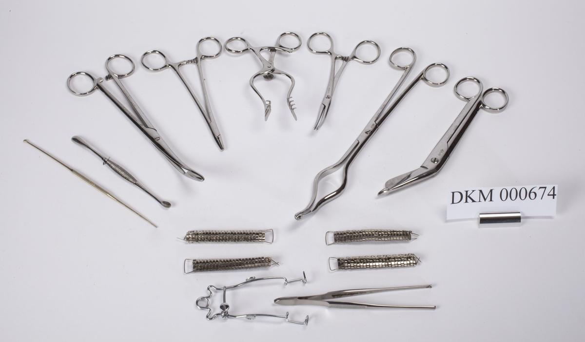 Skrin med forskjellige legeinstrumenter.