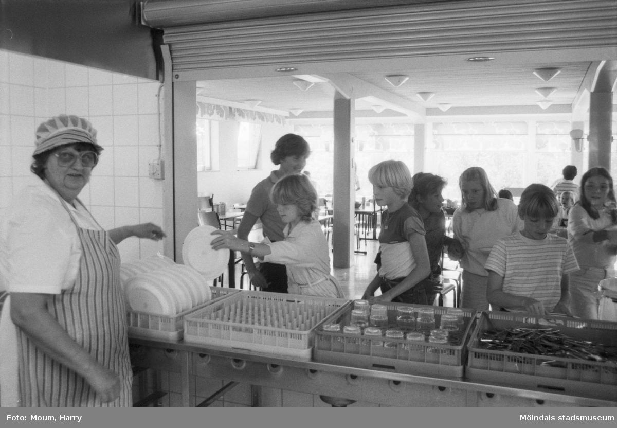 Nyrenoverad och utbyggd bamba på Brattåsskolan i Kållered, år 1984.  För mer information om bilden se under tilläggsinformation.