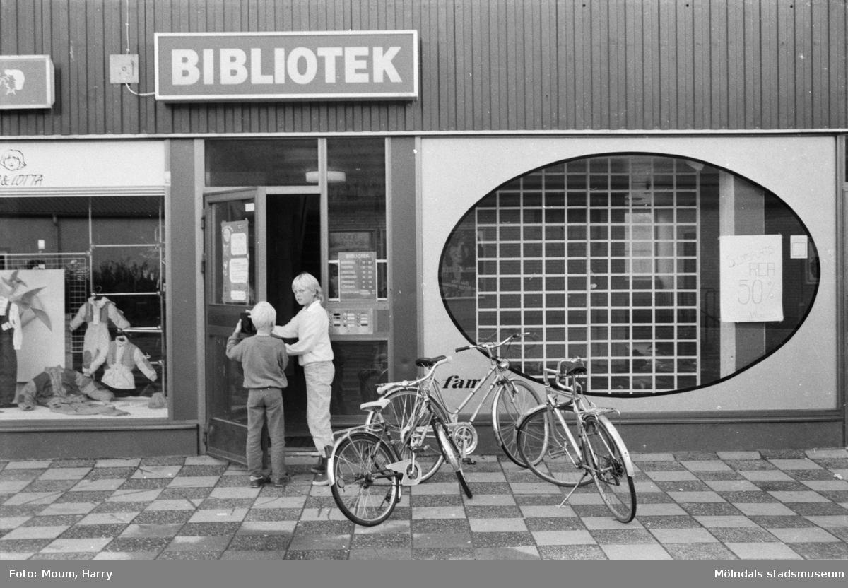 Hagabäcksleden 9 i Kållereds centrum, år 1984.  Fotografi taget av Harry Moum, HUM, Mölndals-Posten.