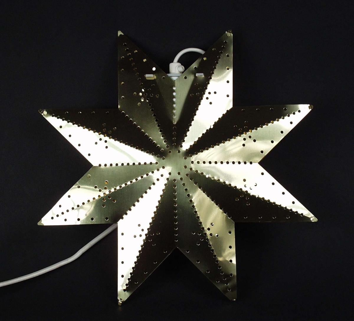 Elektrisk belysning i messing formet som en stjerne. Eske følger med.