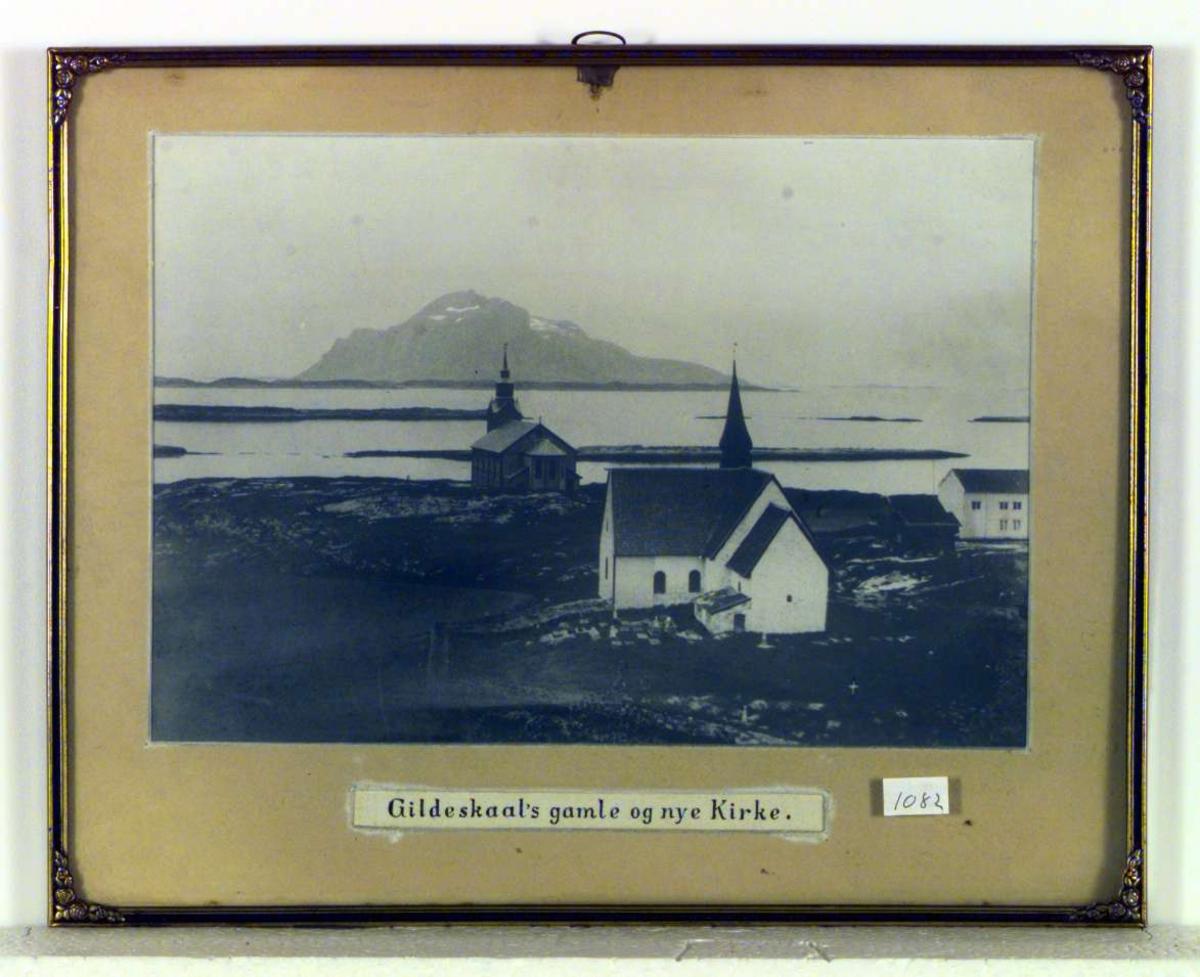Gildeskål kirker, Inndyr. Den gamle er en romansk steinkirke fra ca. 1130. Hovedkirken er en trekirke i nygotisk stil fra 1881.