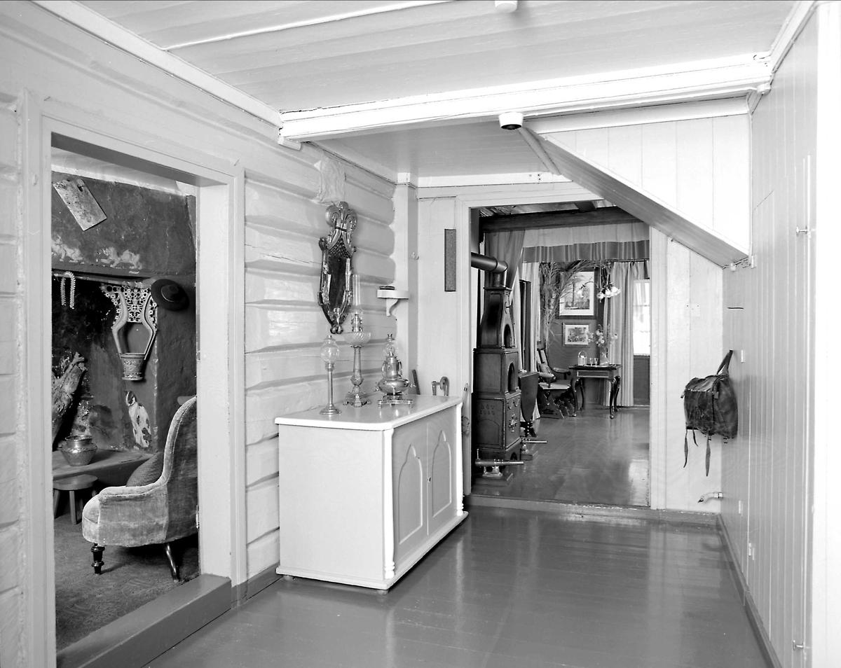 DOK:1991, Aulestad, interiør, nedre gang, postveske, skap,