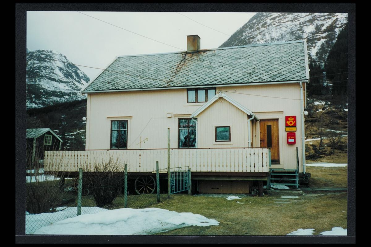 eksteriør, postkontor, 8732 Aldra, Sandnessjøen, postkasse, postskilt