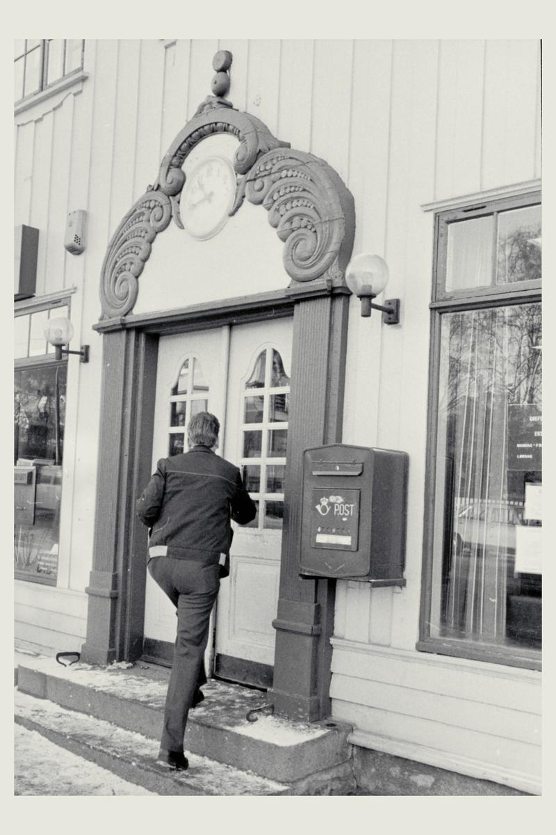eksteriør, postkontor, 0409 Grefsen, postkasse, mann