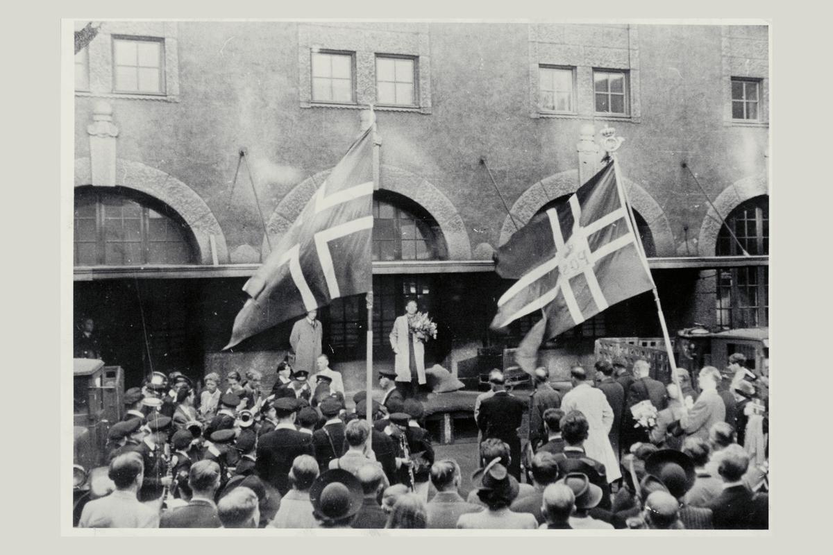 eksteriør, postkontor, 0101 Oslo Sentrum, tysklandsfanger, orkester, flagg