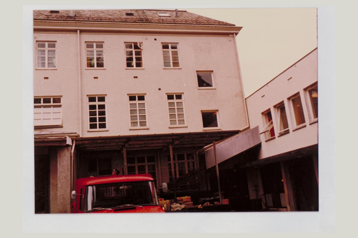 eksteriør, postgård, 6025 Ålesund, postbil