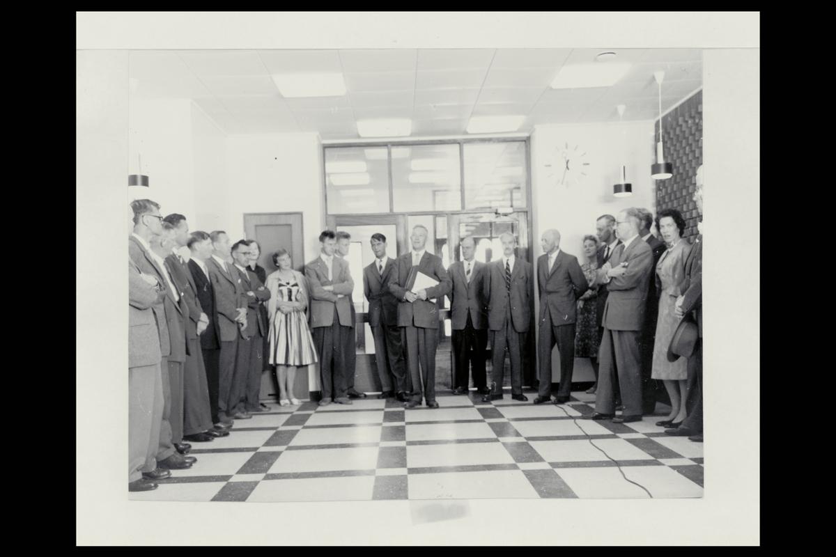 interiør, postkontor, 4800 Arendal, nyåpning, menn, kvinner