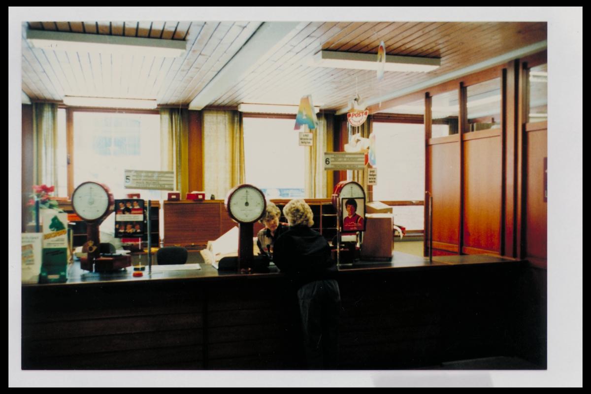 interiør, postkontor, 3600 Kongsberg, publikumshall, ekspeditør, kunde, vekt