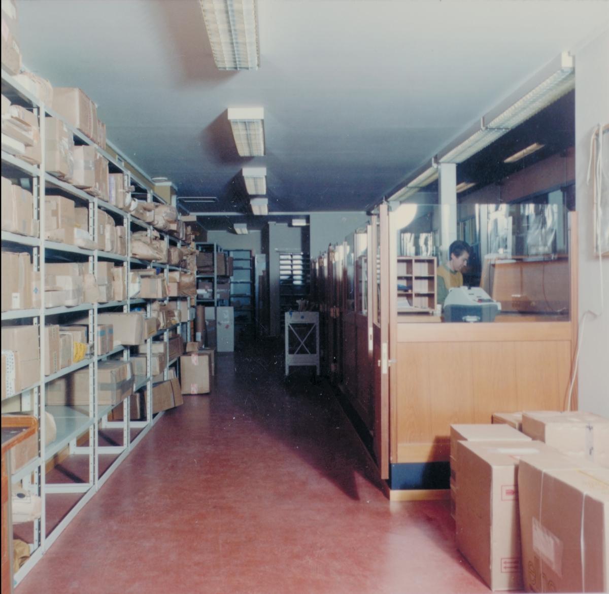 interiør, postkontor, 4950 Risør, ekspedisjon, ekspeditør, pakker