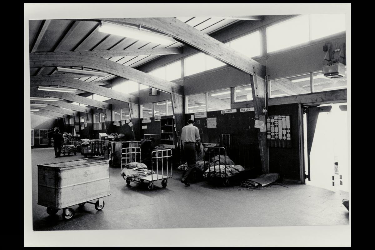 interiør, transportavdelingen, Breigata Oslo, pakker, postsekker, menn