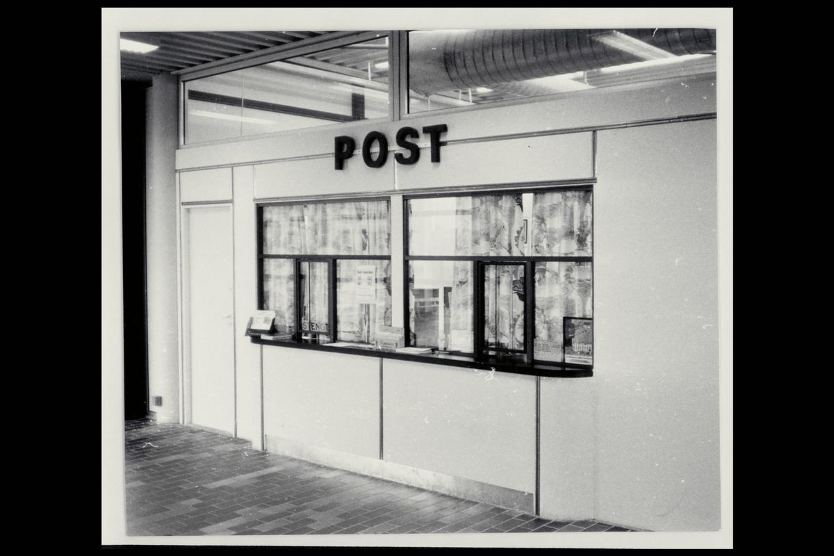 interiør, postkontor, budavdeling, postbud, kunde, brev