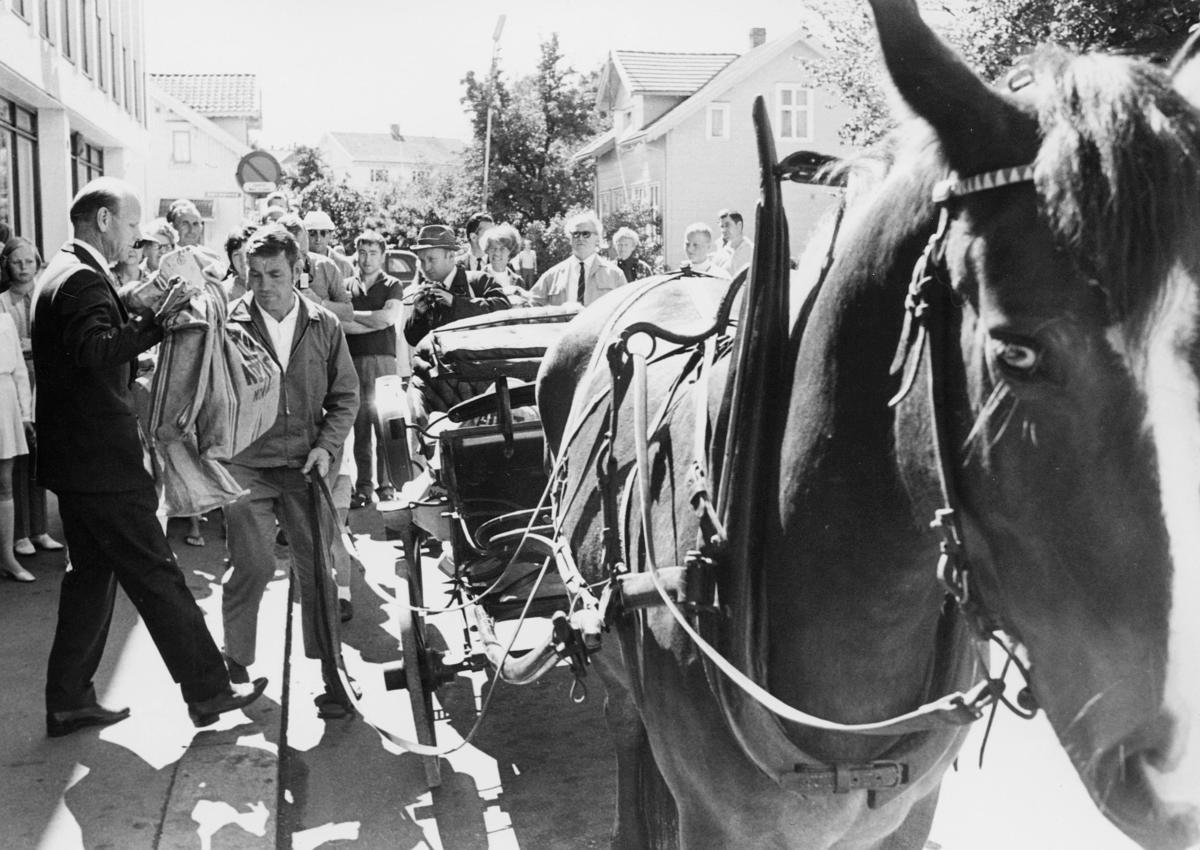 transport, hest, vogn 4 hjul, 2 menn, postsekker