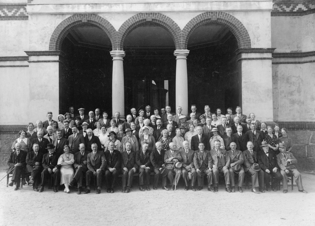 Gruppebilde, Poståpnernes Landsforbunds 14. ordinære landsmøte 18 - 20 juni 1936, Kristiansand. Navneliste under bildehistorikk.