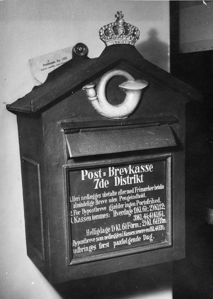 postmuseet, 4. etasje, Dronningensgate 15, postkasse av støpejern