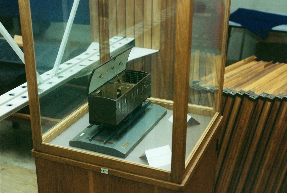 Postmuseet, Oslo, 4 etg. Dronningensgate 15, utstilling, modell av en postvogn.