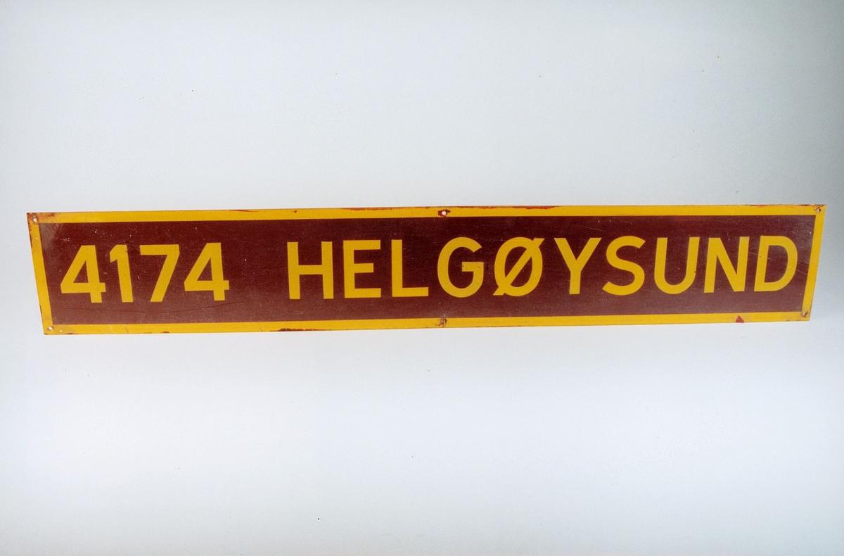 Postmuseet, gjenstander, skilt, stedskilt, stedsnavn, 4174 Helgøysund.