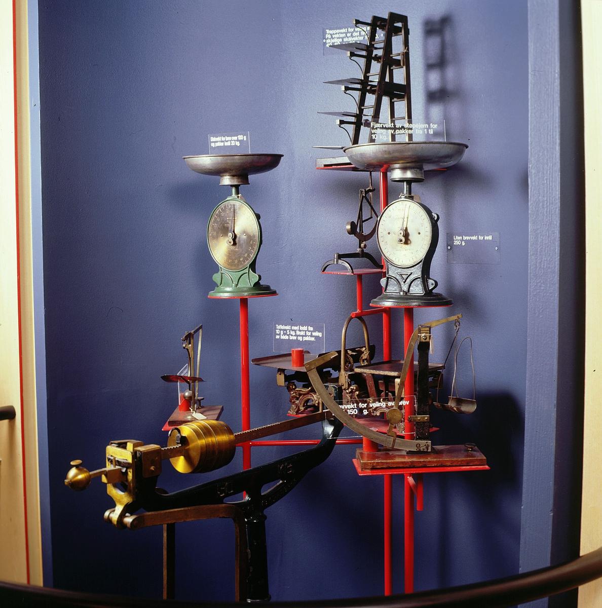 postmuseet, Kirkegata 20, utstilling, vekter, frankeringsmerkeautomat