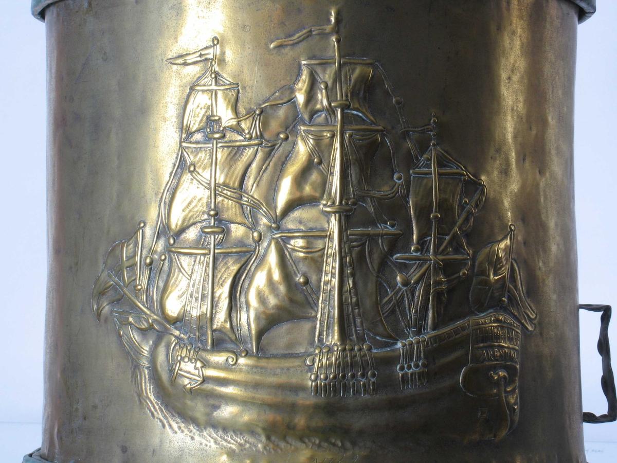 Fregatten, seilskuten som er Arendal bys våpen.
