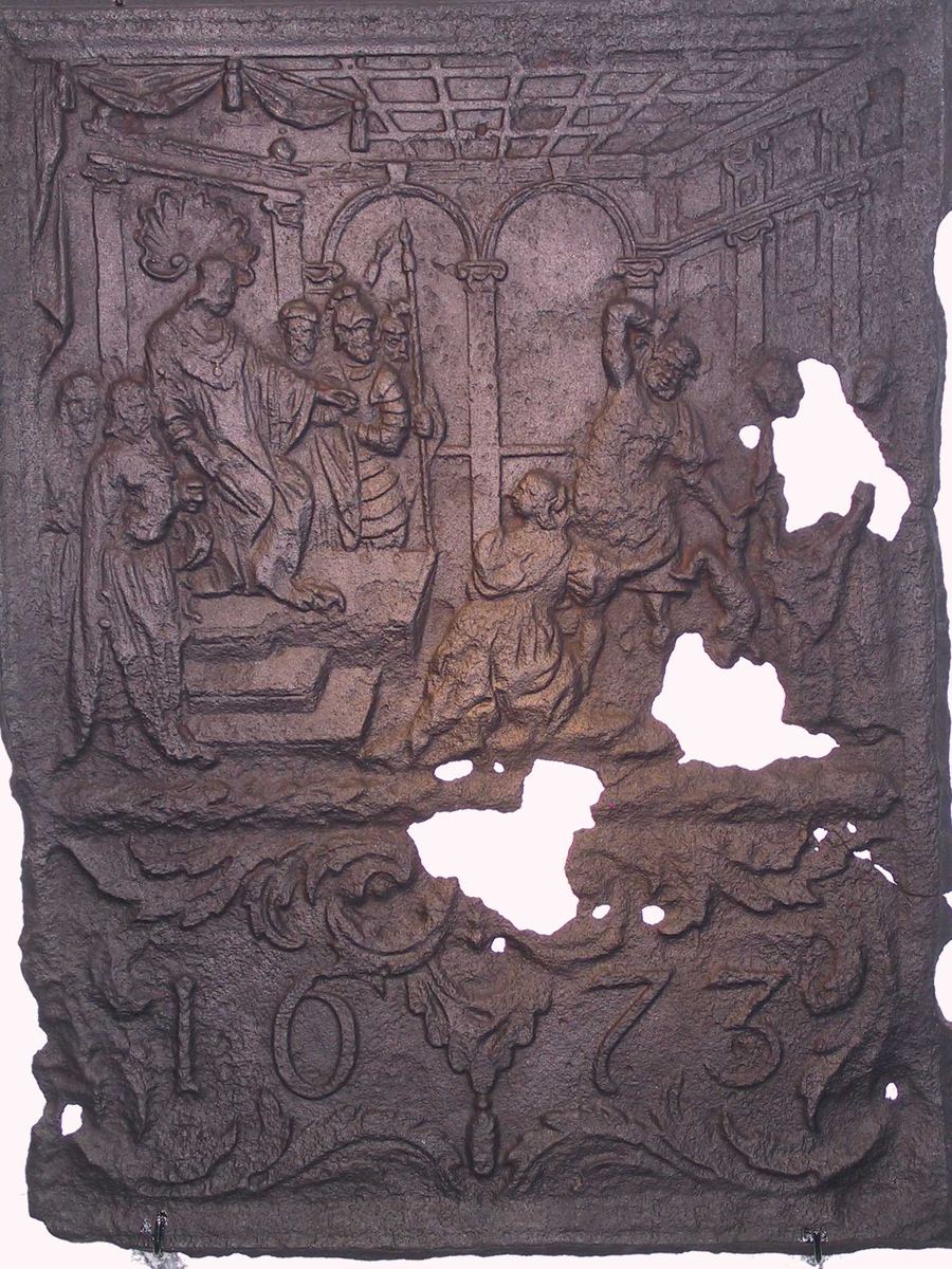 Kong Salamos dom. Kongen og hans hoff sitter, mens de to kvinnene står, en soldat holder barnet og løfter et sverd.