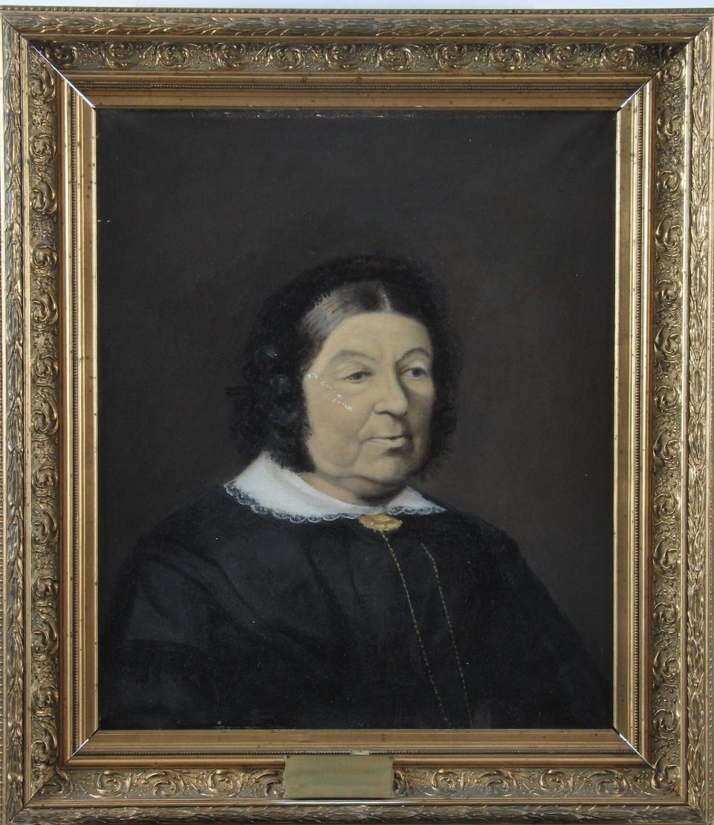 Portrett, eldre kvinne, sortkledd.