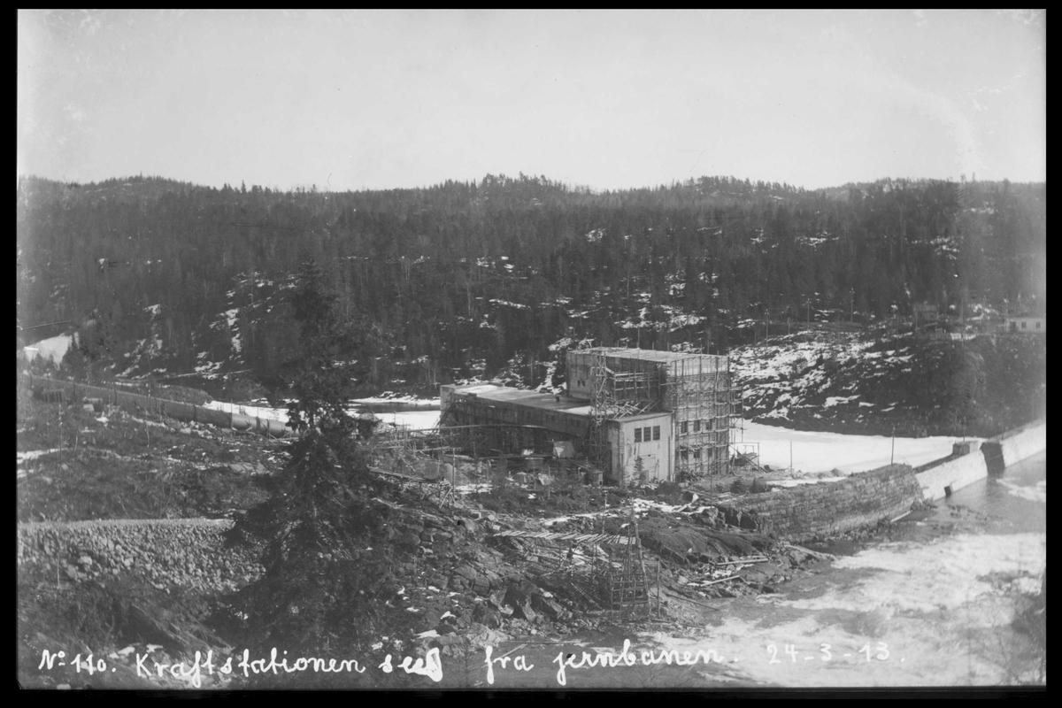 Arendal Fossekompani i begynnelsen av 1900-tallet CD merket 0470, Bilde: 20 Sted: Bøylefoss Beskrivelse: Bygningen fra jernbanen