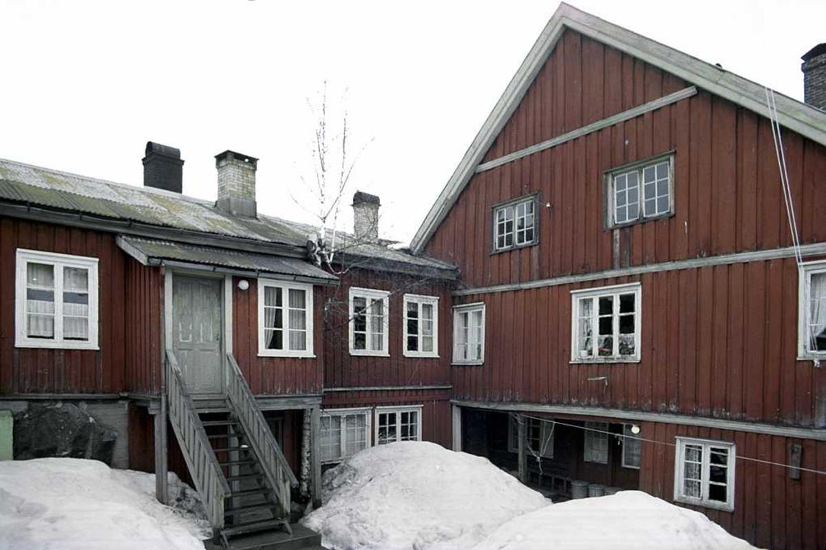 Fagforeningenes hus, Nedre Tyholmen. Bakgård med snø. Før restaurering.