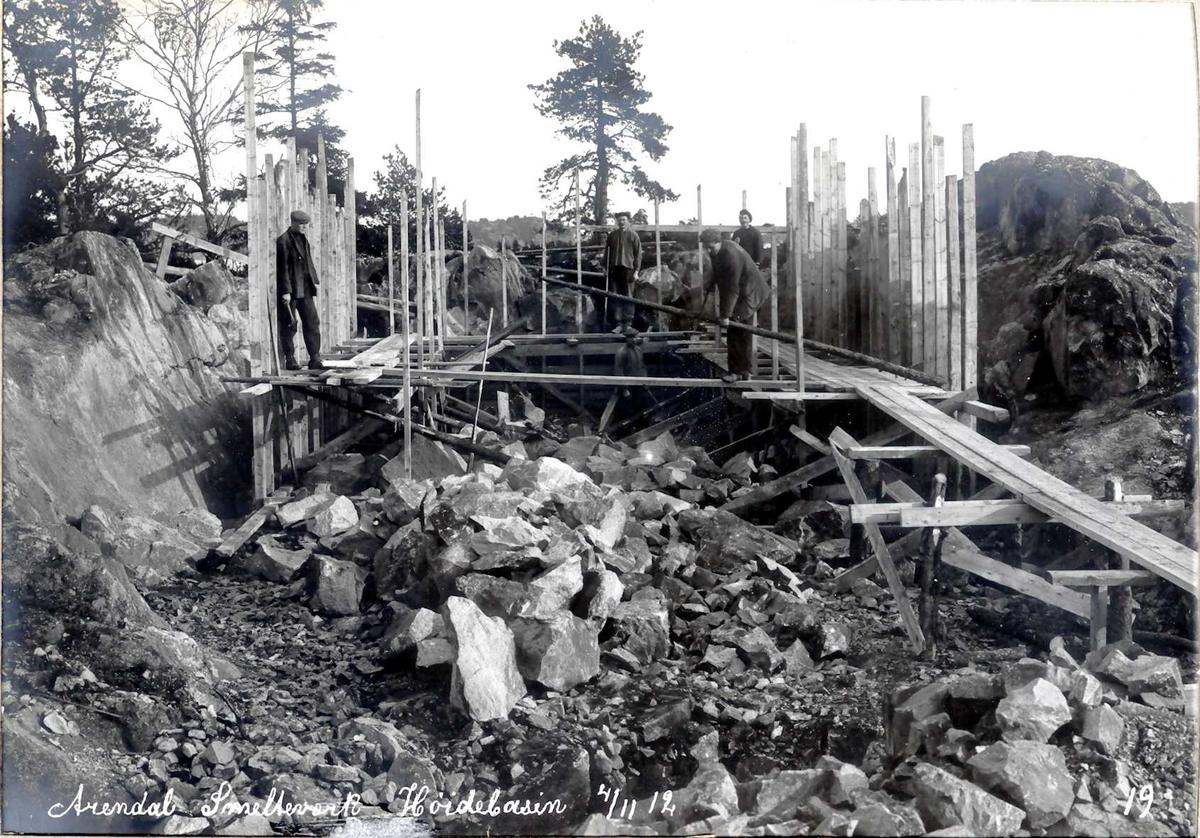 """""""04/11-1912"""" Nirtriden. Bygging av høydebasseng. Utsprengt """"grop"""", forskalinger."""