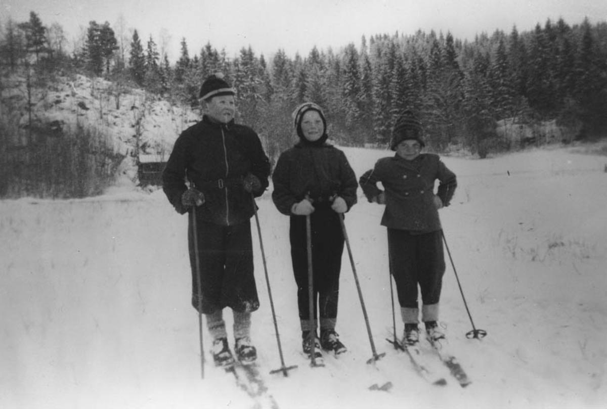Steinar, Wenche, Eva f. Jahrmann på ski