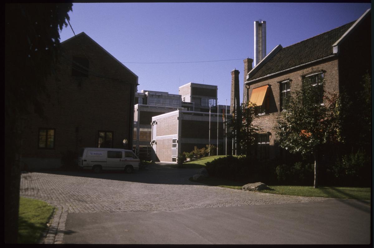 Høvik Verk, Veritasbygget og det gamle glassverkområdet