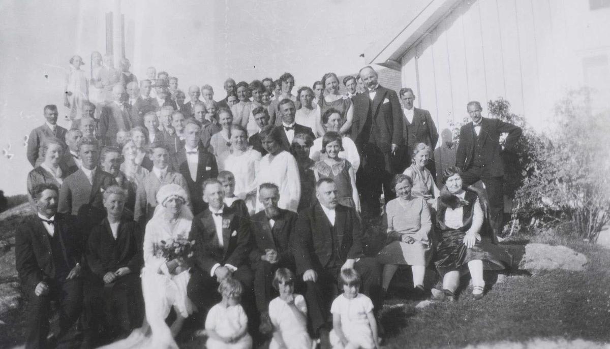 Bryllup på Søndre Bunes i Søndre Høland i 1930