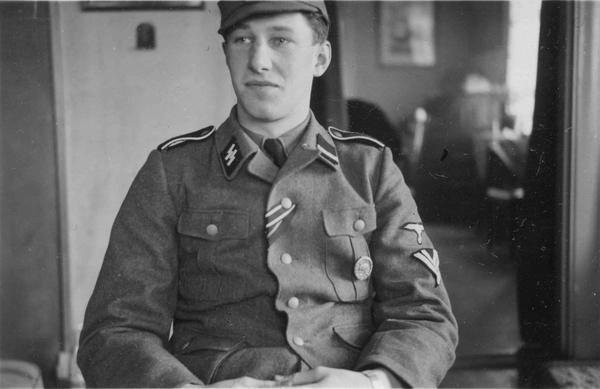Mann i SS-uniform.