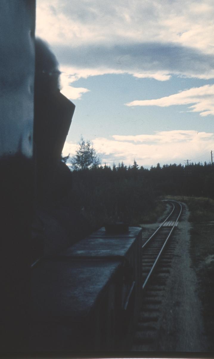 Utsikt fra lokomotivførerplassen på lok 4 Setskogen i tog 2058 til Sørumsand