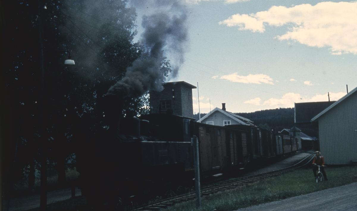 Tog 2058 til Sørumsand på Bjørkelangen stasjon
