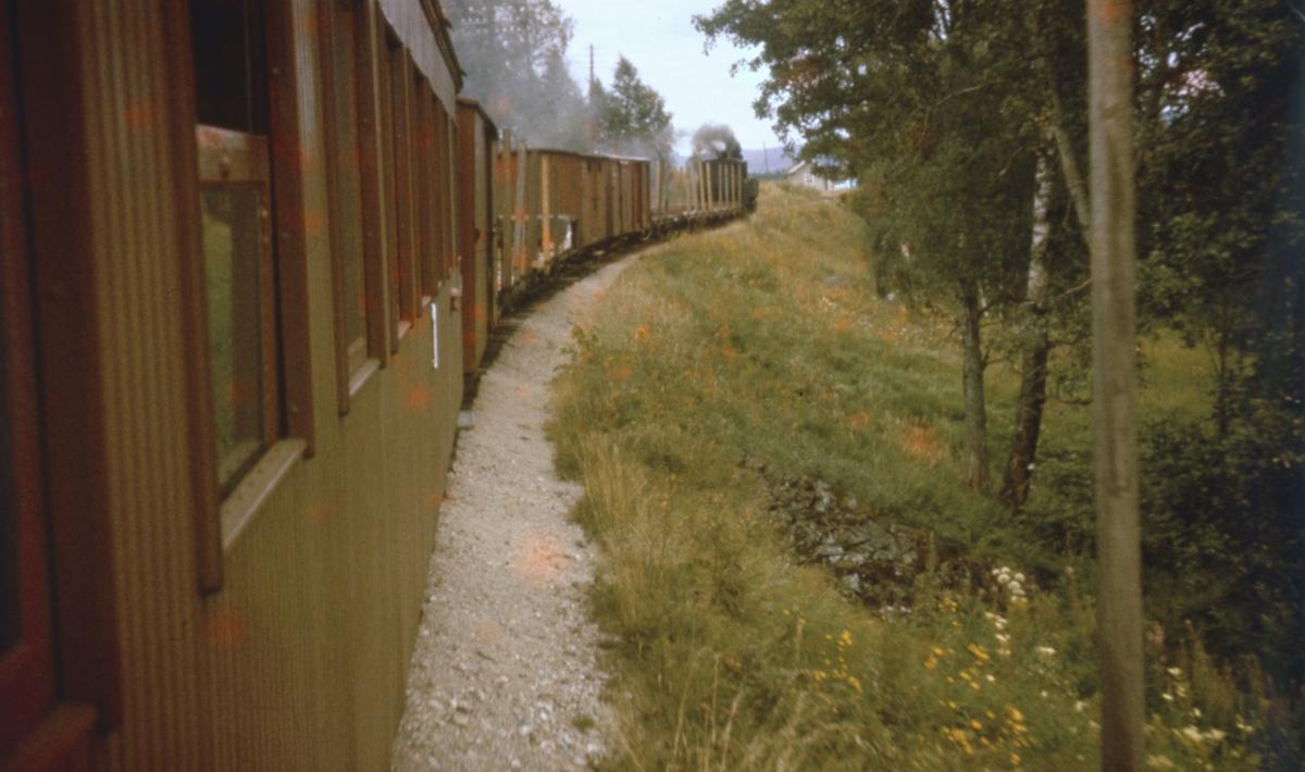 Tog 2058 til Sørumsand underveis mot Hornåseng stasjon