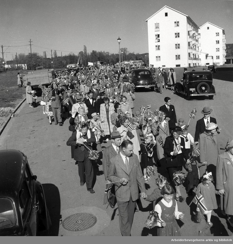 Boligselskapene fester med de minste,.17. mai 1952