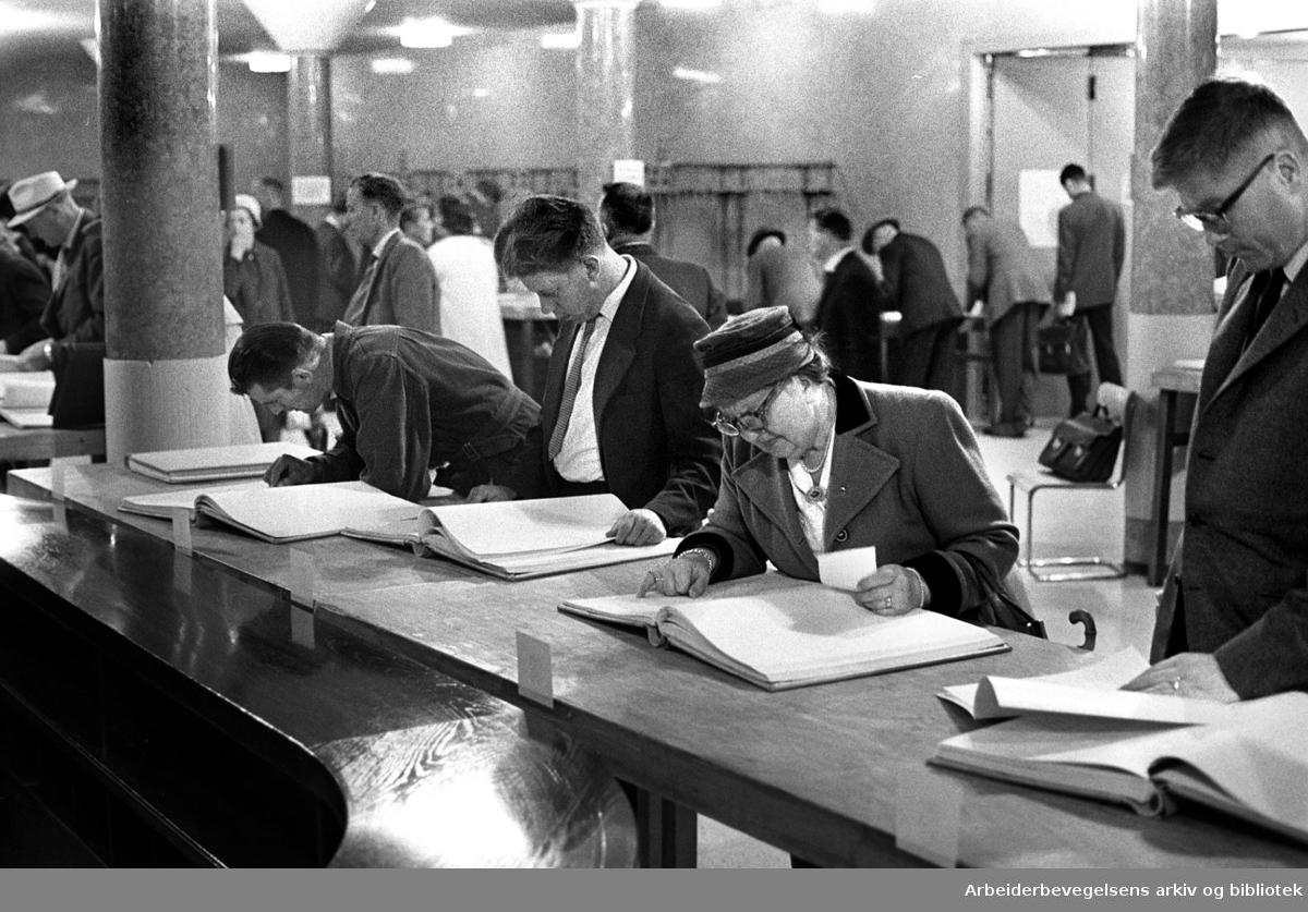 Ligningsprotokoller er lagt ut i Rådhuset, .august 1961