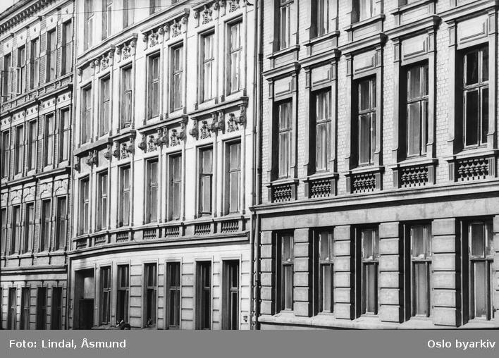 Fasader. Fotografiet er fra prosjektet og boka ''Oslo-bilder. En fotografisk dokumentasjon av bo og leveforhold i 1981 - 82''. Kontakt Samfoto ved ev. bestilling av kopier.