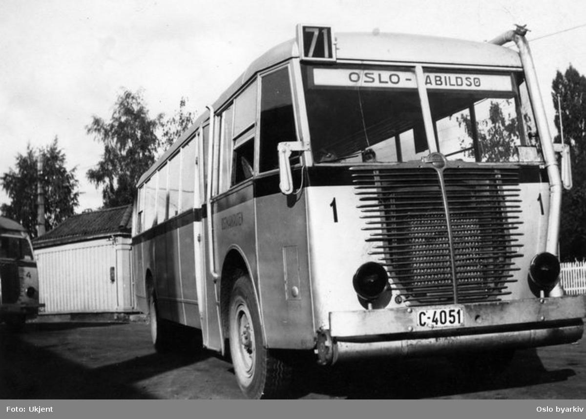 Linje 71 Oslo - Abildsø (Østmarkruten), vogn 1 og 4, tilhørende Ekebergbanen. Bilde sannsynligvis fra mellom 1940-1945 (C-skilter; Akershus).