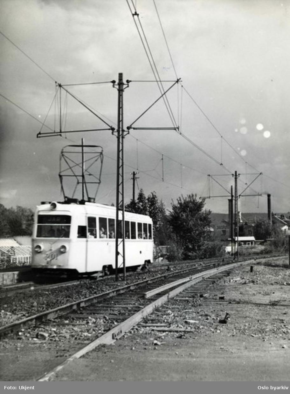 Bærumsbanens linje Lilleaker-Østensjøbanen. Gullfisktrikk 201, betegnet som B-vogn (typeB1). Gullfiskene 184-203 var utleid fra sporveien på linjen.