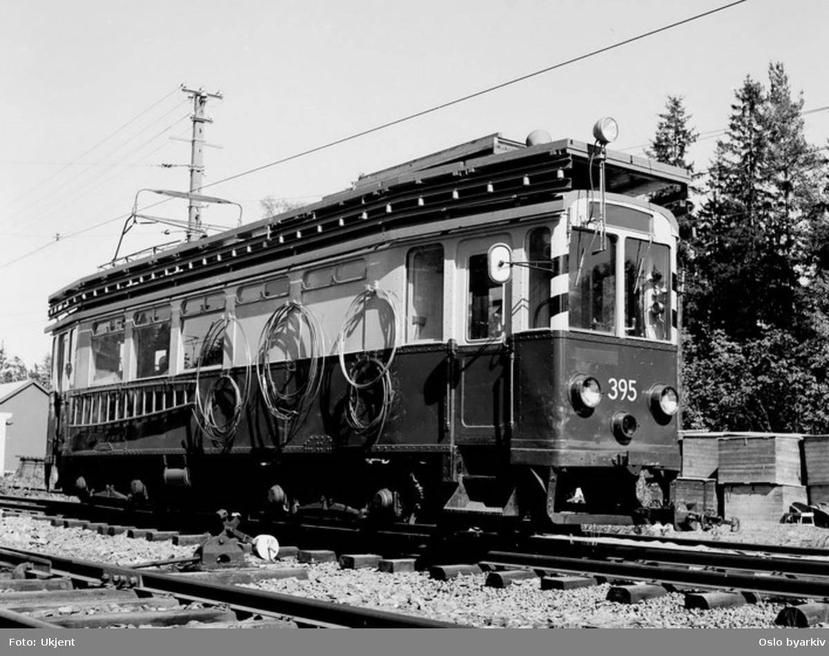 Bærumsbanen, A-vogn 398. De siste A-vognene ble utrangert i 1958, men som arbeidsvogn gikk de helt fram til 1990- tallet. Her på banetomta.